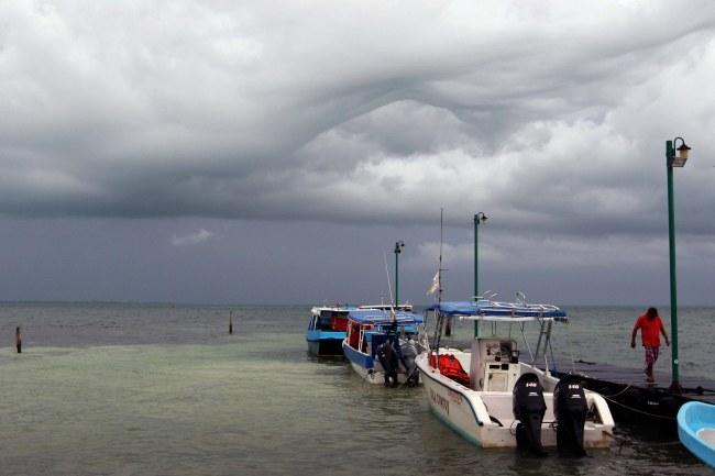 Dolly zbliża się do wybrzeży Meksyku /Alonso Cupul  /PAP/EPA