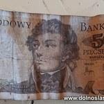 Dolnośląskie: Młody mężczyzna zatrzymany. Próbował zapłacić banknotem sprzed denominacji