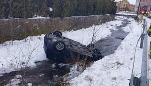 Dolnośląskie: Nietrzeźwy złodziej samochodu wpadł do rzeki