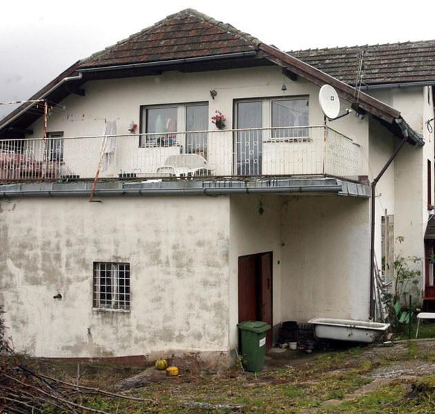 Dom artystki w Lewinie Kłodzkim jest bardzo zaniedbany.  /Artur Barbarowski /East News