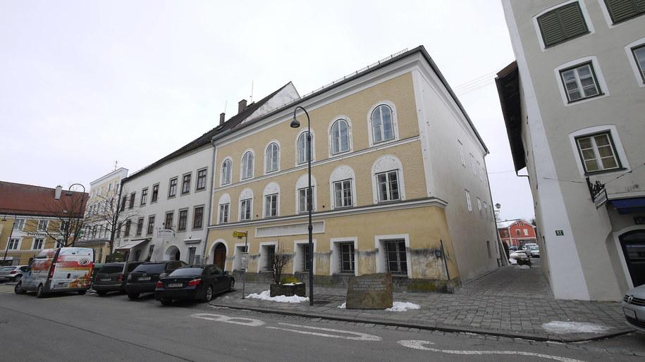 Dom Hitlera w niewielkiej miejscowości Braunau am Inn /Matthias Röder /PAP/DPA