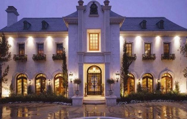Dom Michaela Jacksona wystawiony na sprzedaż /Splashnews