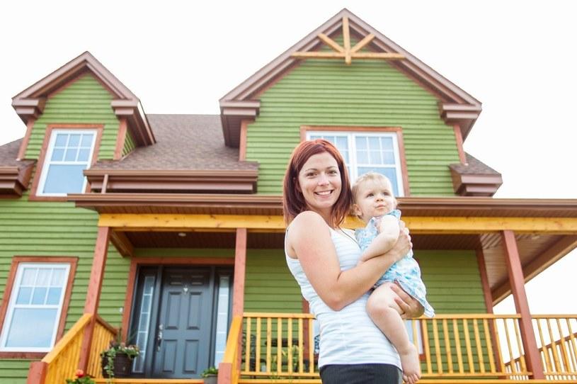 Dom może być istnym torem przeszkód dla dzieci /123RF/PICSEL