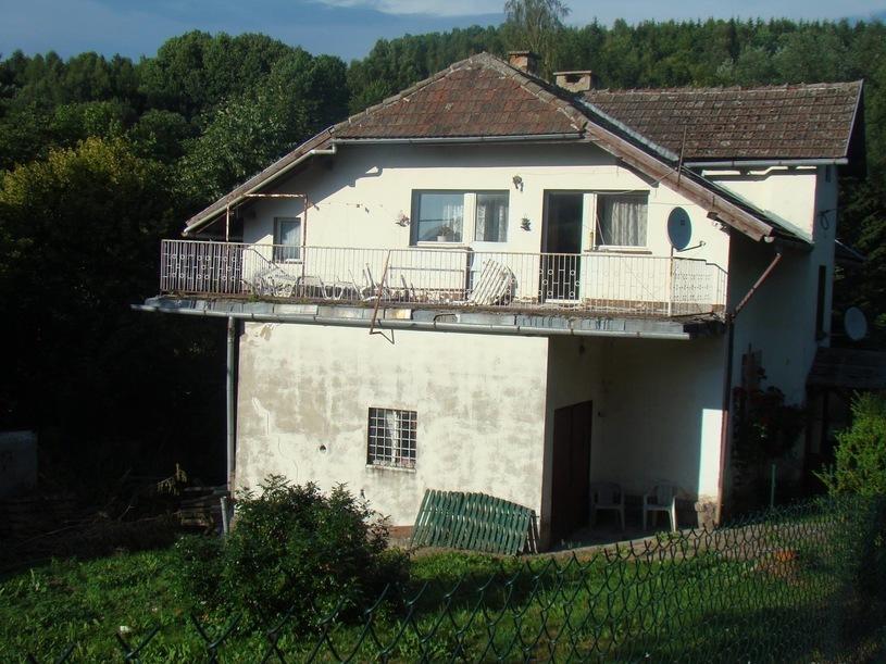 Dom po Violetcie Villas popadł w ruinę /pomponik.pl