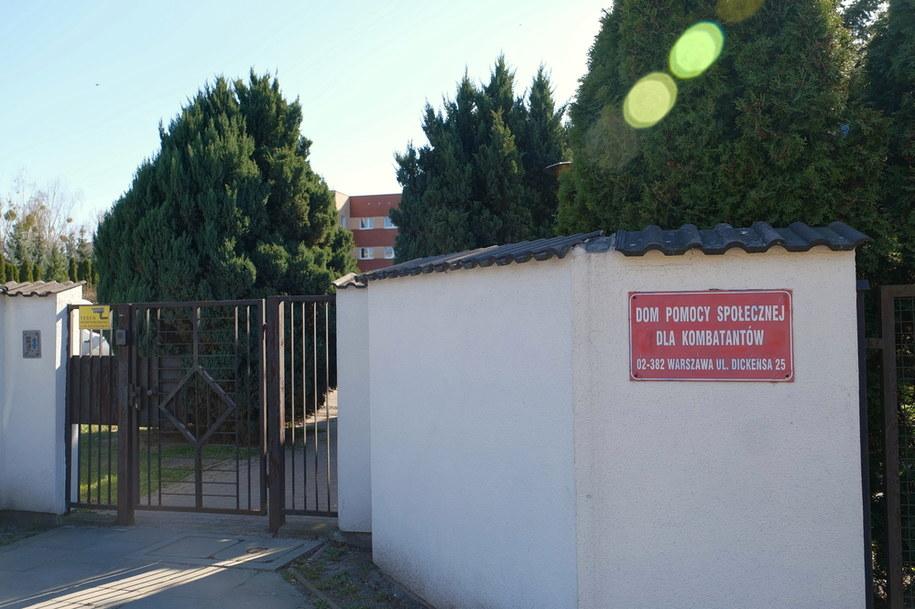 Dom Pomocy Społecznej dla Kombatantów w Warszawie. 11 pracowników DPS zostało objętych kwarantanną po tym, jak u jednej z pensjonariuszek wykryto zakażenie koronawirusem /Mateusz Marek /PAP