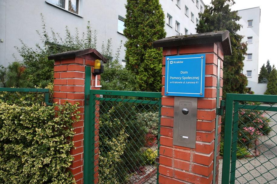 Dom Pomocy Społecznej przy ulicy Łanowej w Krakowie - jedno z ognisk koronawirusa w regionie //Łukasz Gągulski /PAP