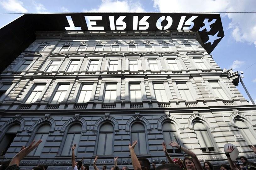 Dom Terroru w Budapeszcie, czyli muzeum poświęcone totalitaryzmowi, które jest jednocześnie pomnikiem ofiar totalitaryzmu i jednym z najchętniej odwiedzanych punktów w Budapeszcie. /AFP