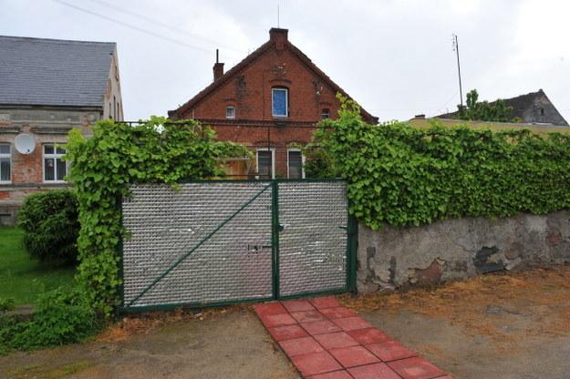 Dom, w którym mieszka Beata K. /Marcin Bielecki /PAP