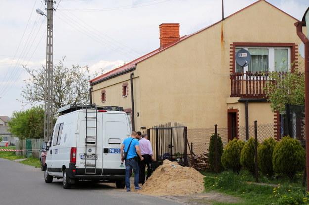 Dom, w którym znaleziono ciało kobiety /PAP/Grzegorz Michałowski /PAP