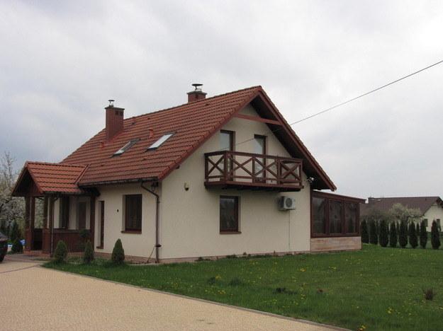 Dom, w którym znaleziono ciało małej Magdy z Brzeznej /Maciej Pałahicki /RMF FM