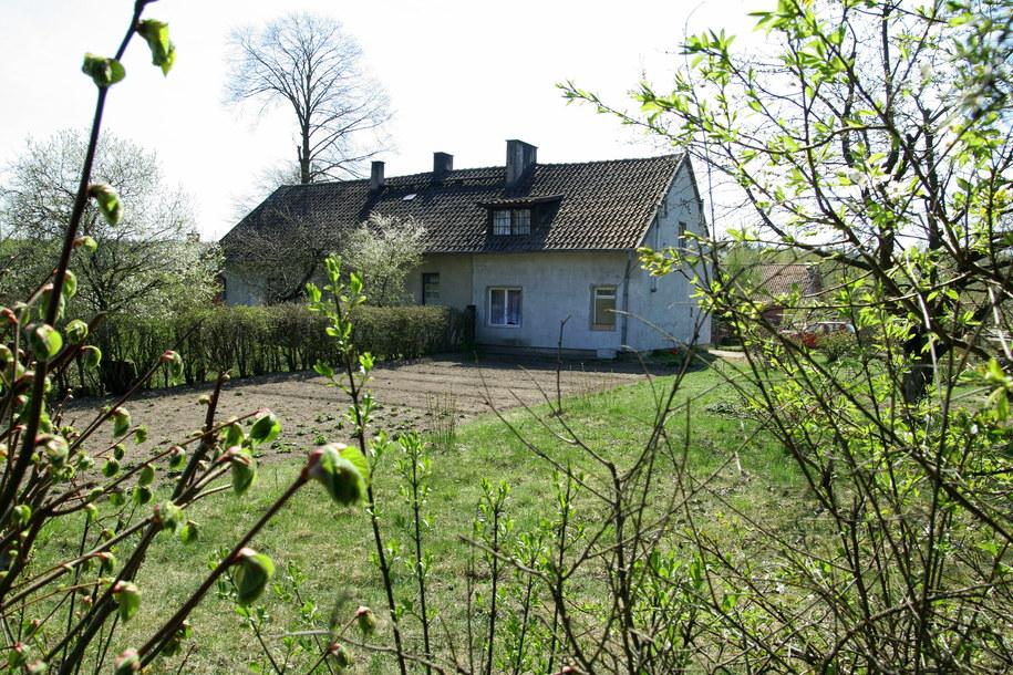 Dom w miejscowości Narty koło Szczytna, odzyskany przez Agnes Trawny (zdjęcie z 2009 roku) /Monika Kaczyńska    /PAP