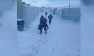 Dom z folii i metr śniegu. Uchodźcy w Libanie próbują przetrwać zimę