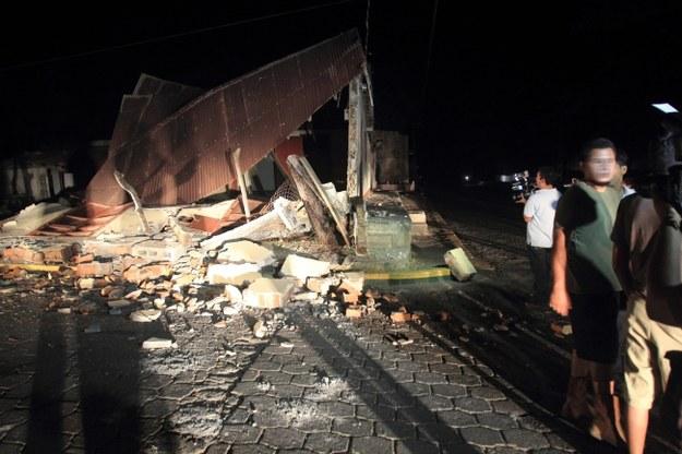Dom zniszczony przez czwartkowe wstrząsy /PAP/EPA/MARIO LOPEZ /PAP/EPA