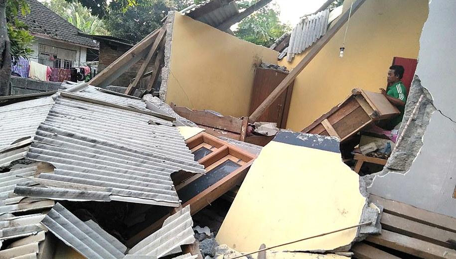 Dom zniszczony w wyniku trzęsienia ziemi /BNPB HANDOUT /PAP/EPA