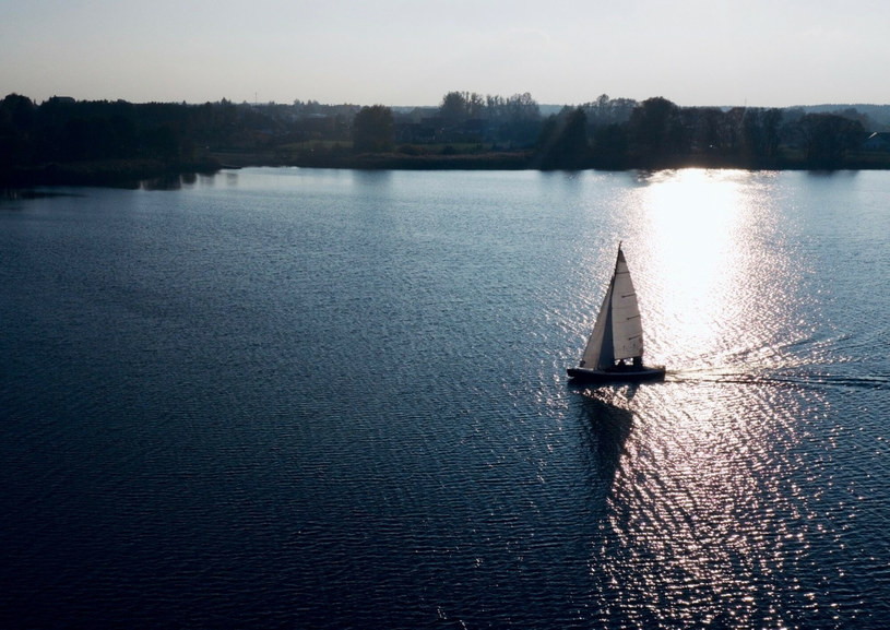 """Domek nad jednym z mazurskich jezior to marzenie, które da się spełnić, ale trzeba zrobić to """"z głową"""" /Jerzy Ciszewski/ REPORTER /East News"""