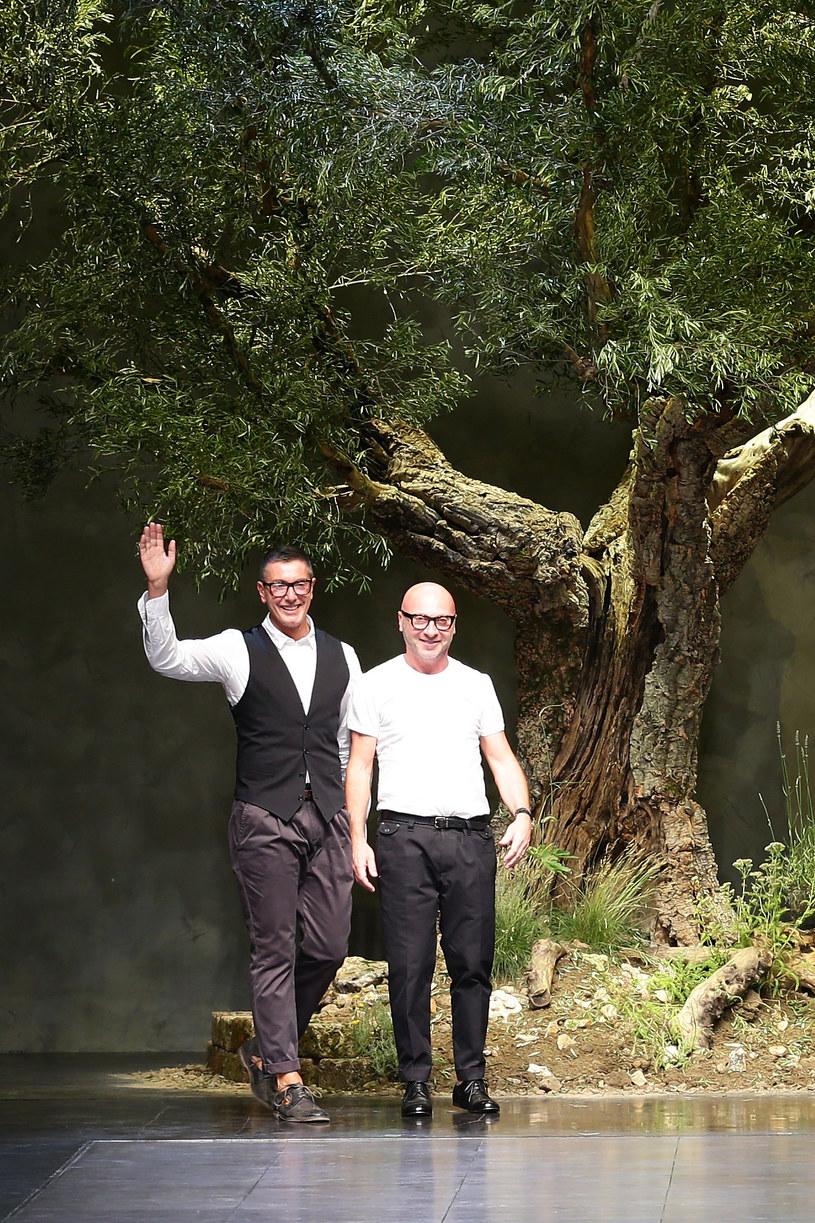 Domenico Dolce i Stefano Gabbana podczas jednego ze swoich pokazów /Getty Images