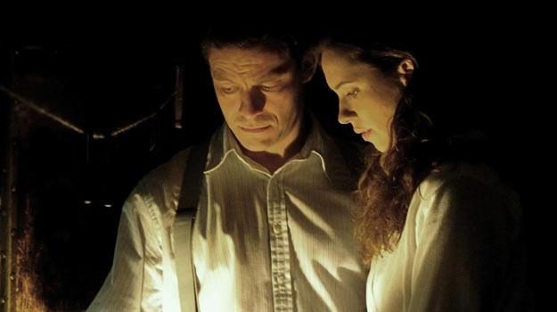 """Dominic West i Rebecca Hall w """"Szeptach"""". /materiały dystrybutora"""