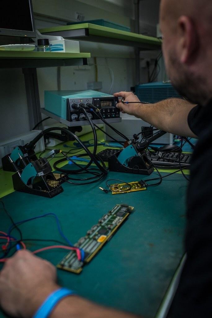 Dominik Rybka przy pracy /materiały prasowe