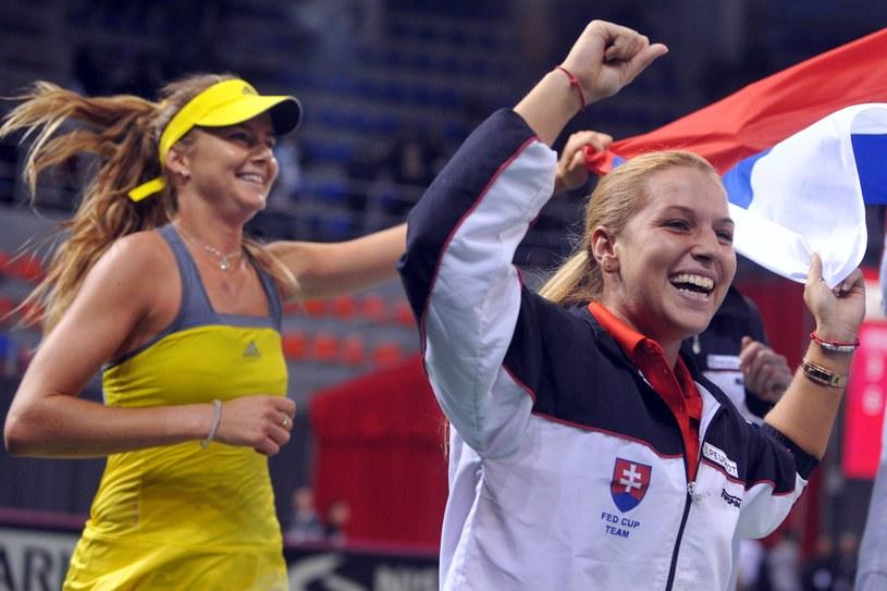 Dominika Cibulkova (z prawej, za nią Daniela Hantuchova) grała w finale WTA Barcelona przed rokiem. /AFP