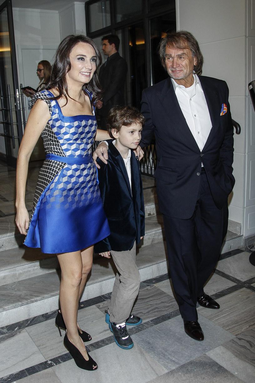 Dominika Kulczyk z synem i ojcem /AKPA