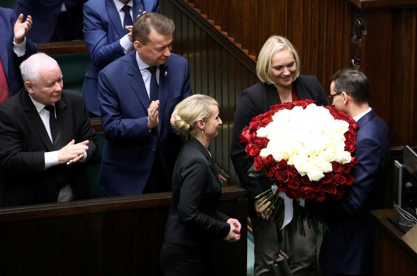 Dominika w tej kadencji miała już możliwość się wykazać. Wręczyła kwiaty Morawieckiemu po wygłoszonym expose /Piotr Molecki /East News