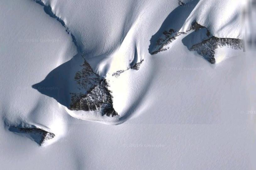 """Domniemaną piramidę można znaleźć na mapach Google na współrzędnych 79°58'39.25""""S 81°57'32.21""""W /materiały prasowe"""