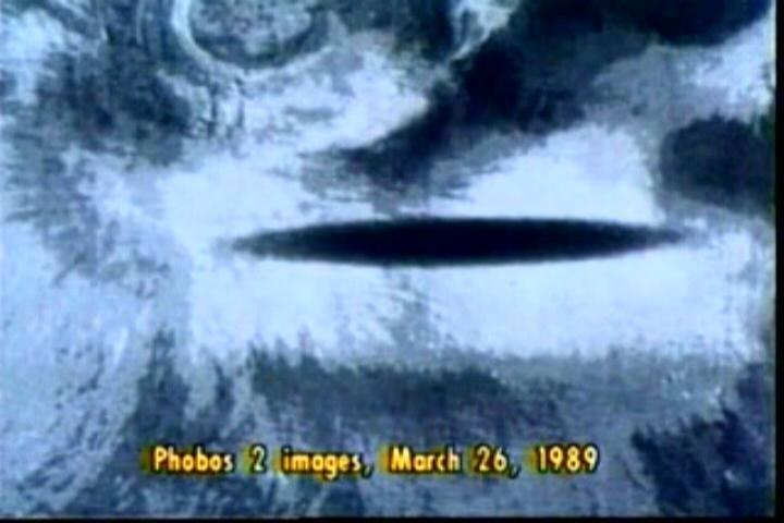 """Domniemane, podobno tajne, zdjęcie tajemniczego """"cienia"""" wykonane przez sondę Fobos 2. /materiały prasowe"""