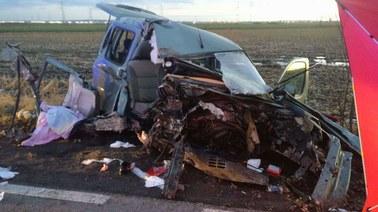 Domniemany sprawca wybuchu w Poznaniu wcześniej celowo rozbił auto, którym jechał z synem?