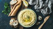 Domowa bagietka i pietruszkowy hummus