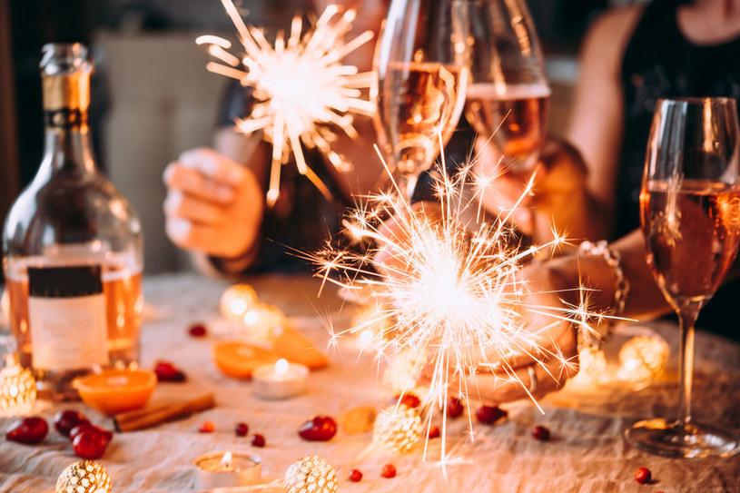 Domowa impreza sylwestrowa /©123RF/PICSEL