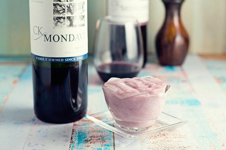 domowa maseczka z wina /© Photogenica