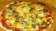 Domowa pizza z papryką i fasolką szparagową