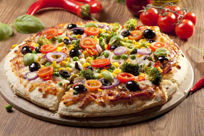 Domowa pizza z warzywami /123RF/PICSEL