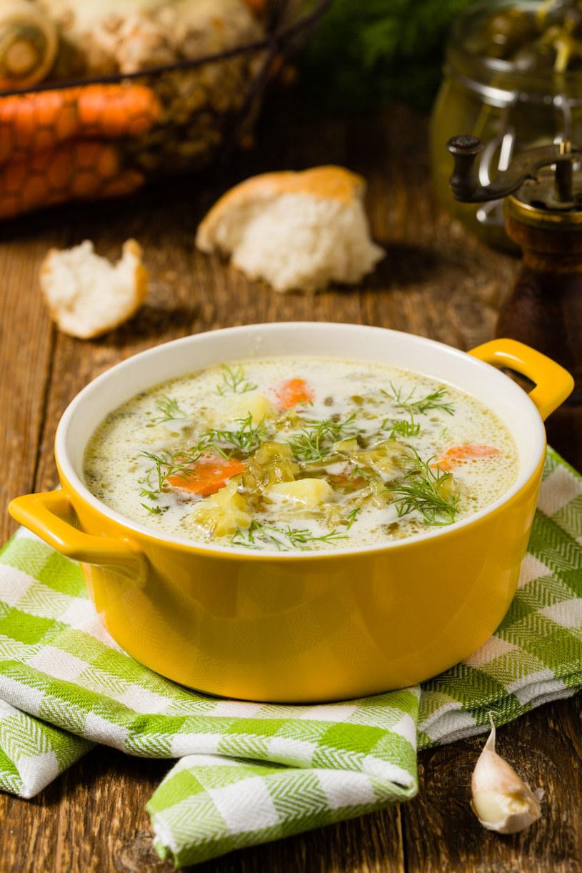 Domowa zupa ogórkowa /123RF/PICSEL
