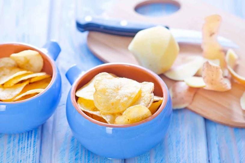 Domowe chipsy sa zdrowsze /123RF/PICSEL