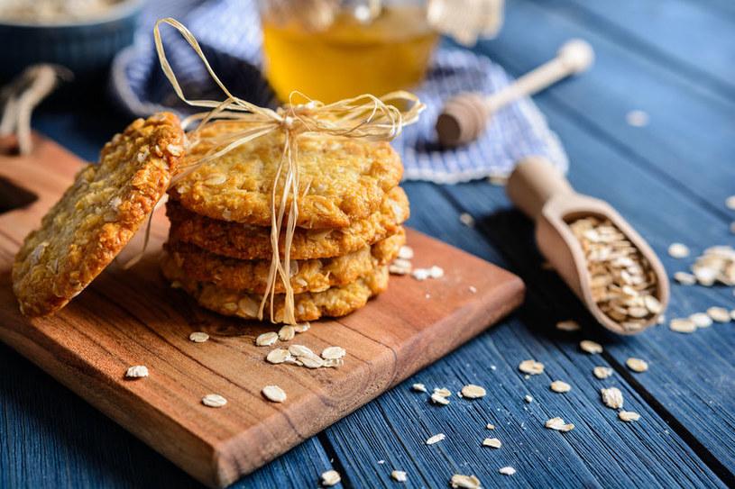 Domowe ciasteczka owsiane to doskonała propozycja dla dzieci i dorosłych /123RF/PICSEL