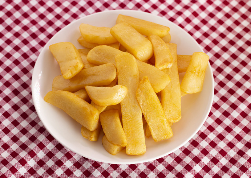 """Domowe frytki są zdrowsze i smaczniejsze niż te kupowane """"na mieście"""" /123RF/PICSEL"""