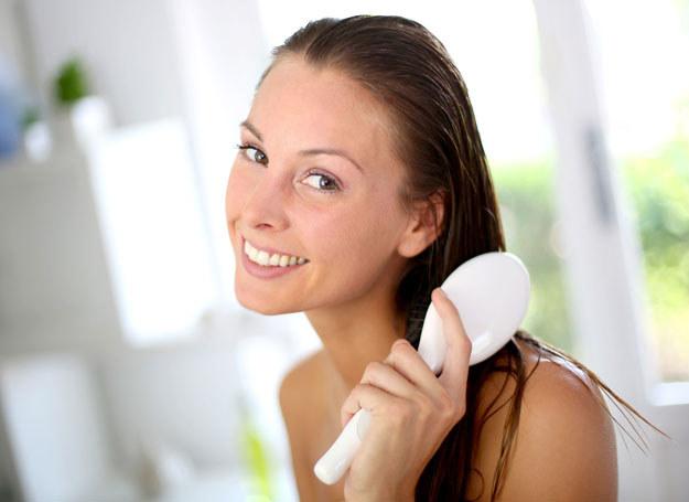Domowe kosmetyki wzmacniają odcień włosów oraz dodają mu wyrazistości /123RF/PICSEL