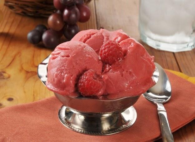 Domowe lody kuszą naturalnym smakiem /123RF/PICSEL