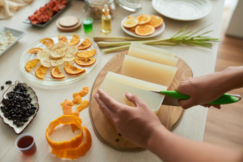 Domowe mydło możesz przygotować zgodnie z własnym pomysłem /123RF/PICSEL