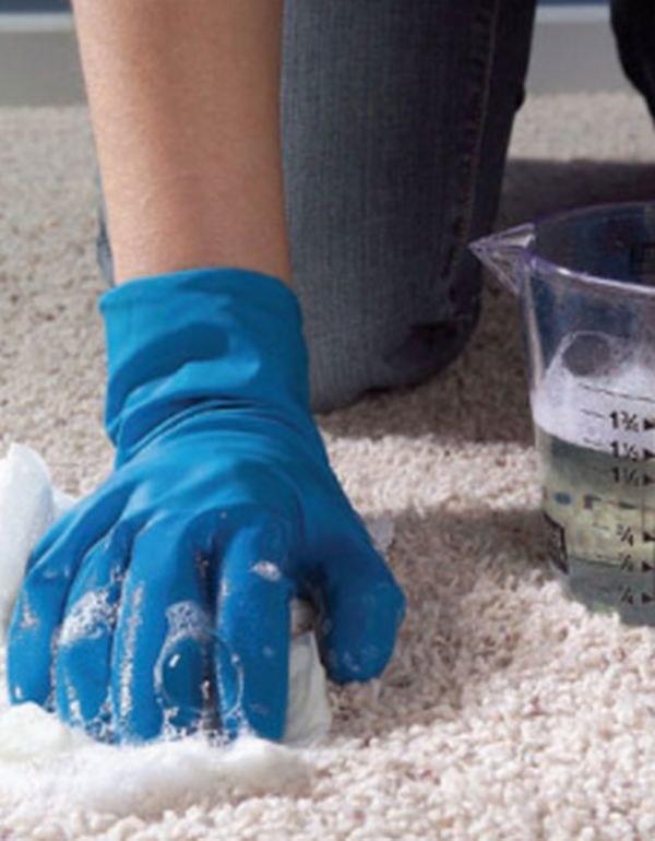 Domowe sposoby na czyszczenie dywanu /© Photogenica