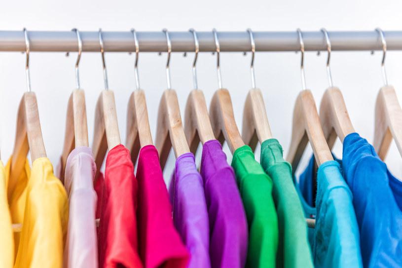 Domowe sposoby na elektryzujące się ubrania /123RF/PICSEL