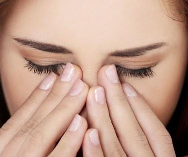 Domowe sposoby na obolałe i zmęczony oczy