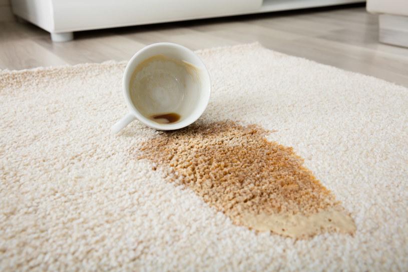 Domowe sposoby na plamy po kawie: ocet
