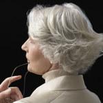 Domowe sposoby na pozbycie się siwych włosów