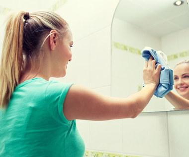 Domowe sposoby na smugi na lustrze