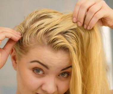 Domowe sposoby na tłuste włosy