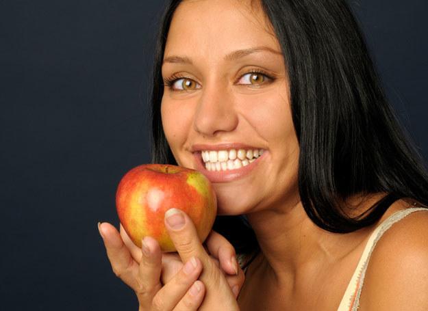 Domowe sposoby wybielania zębów nie przynoszą tak widocznych efektów, jak te wykonane w gabinecie /© Panthermedia