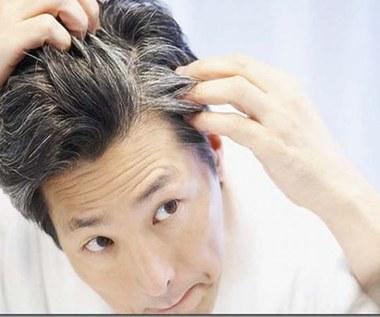 Domowe środki skuteczne w ukrywaniu siwych włosów
