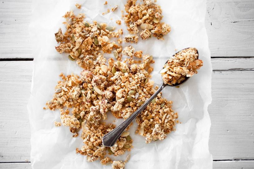 Domowej roboty granola będzie świetnym źródłem błonnika /123RF/PICSEL